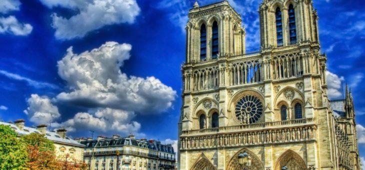 Самый известный Французский собор, собор Парижской Богоматери.